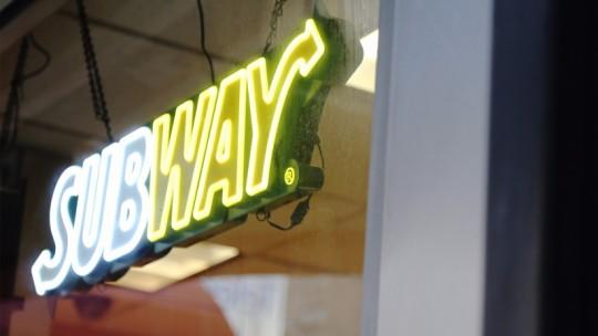 20150318155156-subway-franchise-food-sandwiches-hero-signage-logo