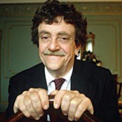 """""""나는 글을 쓸 때, 팔다리 없이 입으로 크레용을 문 것 같아."""" - 커트 보네거트(Kurt Vonnegut, 1922~2007)"""