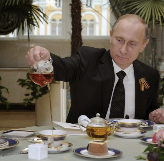 푸틴은 정권을 비판한 전직 비밀경찰 리트비넨코 등 여러 요주인물을 암살하는 데 직간접적으로 연관되었다는 혐의를 받고 있습니다.