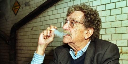 """""""담배는 자살하는 가장 멋진 방법이지."""" - 커트 보네거트"""