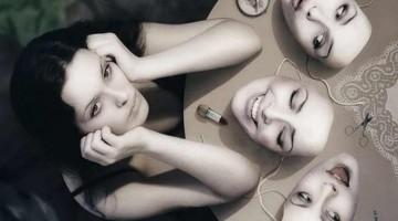자기 연출의 3가지 요소: 배역, 공모자, 관객
