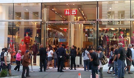 이한결 씨는 옷을 사기 위해 가끔 해외에도 나간다.