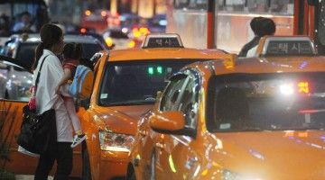왜 택시 앱이 있어도 여전히 불금에 택시 잡기는 어려운가
