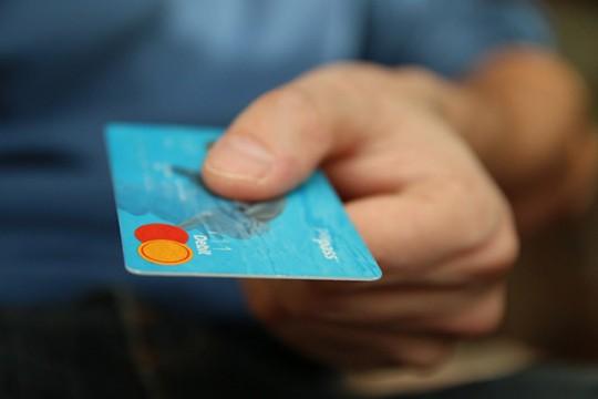 문제는 한국에선 플라스틱 카드 결제가 너무나 편리하다는 것
