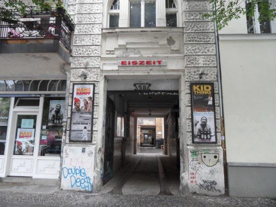 아이스자잇 영화관(Eiszeit Kino)의 전경. 출처: cinema treasures