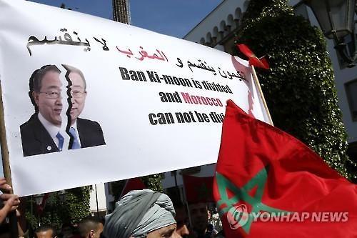 모로코에서 벌어진 반총장에 대한 항의 시위 모습. 출처: 연합뉴스