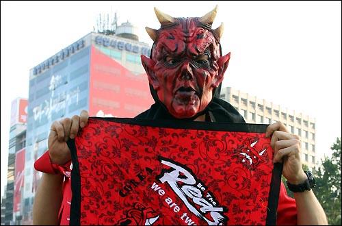 당시 자료사진을 열심히 찾았지만 실패하고 말았기에 인상적인 붉은 악마 짤로 갈음합니다(...) -ㅍㅍㅅㅅ편집자 출처: 오마이뉴스
