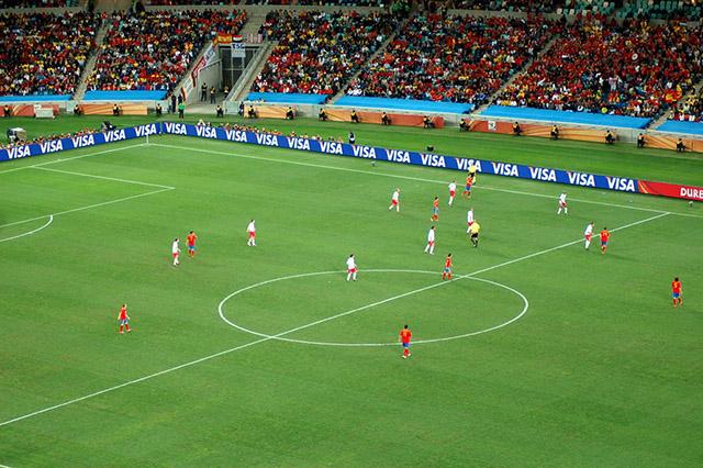 FC 바르셀로나의 장기였던 티키타카는 압박과 점유율을 접목한 전술이다. 사진은 2010년 월드컵에서 티키타카를 이용해 무시무시한 모습을 보여준 스페인 국가대표팀의 모습. 출처: Wikipedia