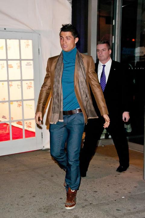 분명히 색도 예쁘고 옷도 예쁜데 출처: Ronaldo7.net