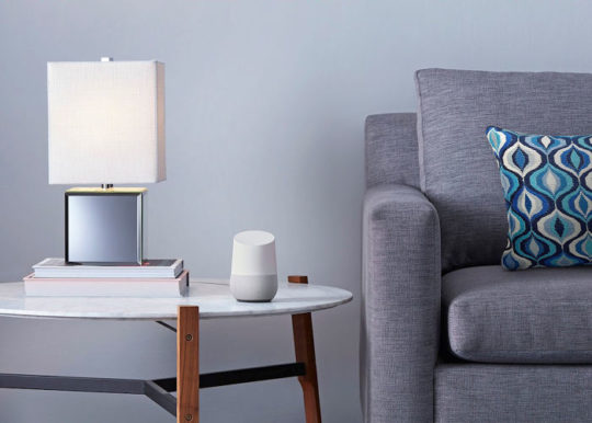 구글 어시스턴트 기능이 내장된 하드웨어 제품이 '구글 홈'입니다