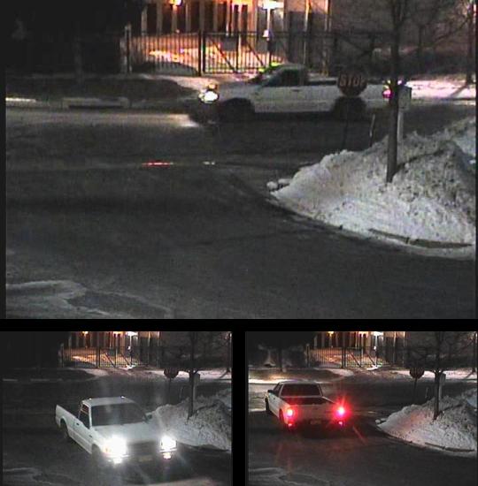 1993년식 마쯔다 픽업 트럭: 감시 카메라의 정지 영상은 콜로라도 골든의 아파트 단지에서 1993년식 마쯔다가 돌아다니는 모습을 보여줬다. 26세의 공대 학생이 강간 당한 곳이었다. 조수석쪽 사이드 미러가 부러진 걸 볼 수 있다. (골든 경찰서 제공)
