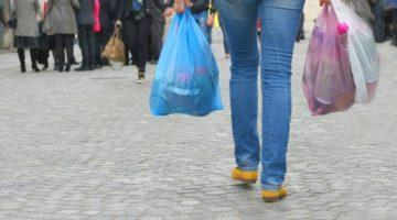비닐봉투 대신 종이봉투를 쓰는 것이 환경에 도움이 될까?