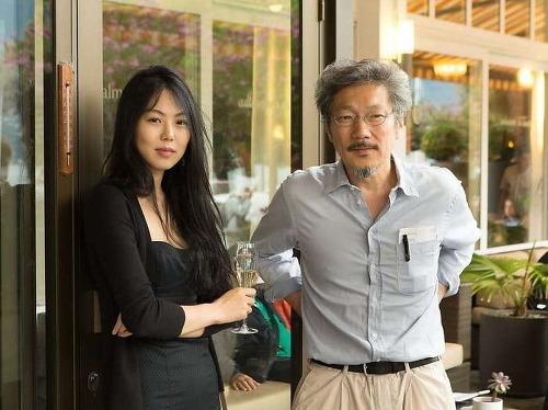 김민희와 홍상수 감독(오른쪽)