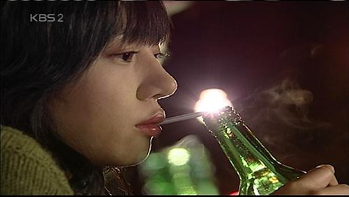 빨대로 술을 마시면 빨리 취한다는 말이 있죠.