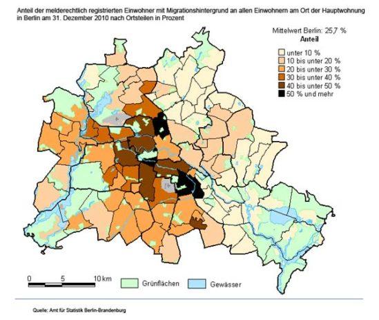 이민자 혹은 부모님 중 1명이 이민자인 베를린 거주자 (출처:https://www.berlin.de/ba-treptow-koepenick/_assets/beauftragte/integration/statistik1.jpg) 흰색에서 자주색, 검정색일수록 이민자 비율이 높다. 출처:
