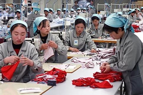 개성공단 노동자들의 모습.
