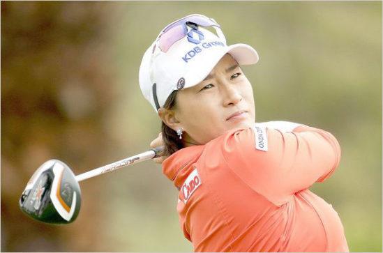 골프 대중화에 단초를 연 것은 미국여자프로골프 투어에서 처음으로 우승한 박세리였다.