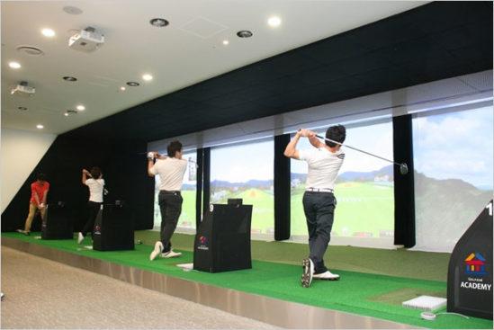 2, 30대를 중심으로 한 스크린 골프가 골프의 대중화와 골프인구 확장에 기여했다.