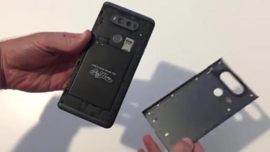 교체형 배터리의 LG… 출처: pcpinside