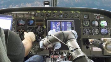 비행기를 조종하는 로봇 파일럿?