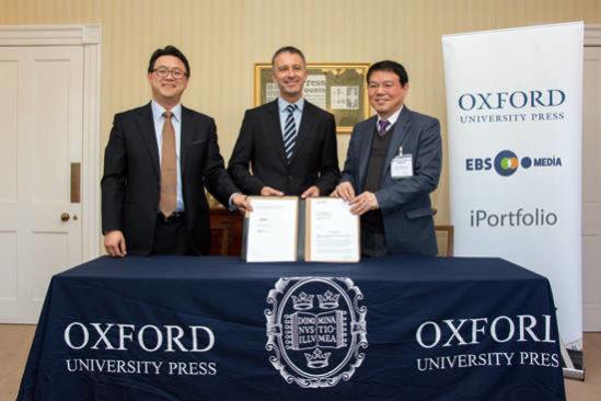 아이포트폴리오, 옥스퍼드대학교 출판부, EBS미디어가 IT와 콘텐츠를 결합한 영어 교육 서비스 개발 협약을 체결하고 있다