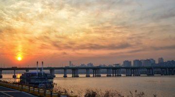 지금의 한국, 선진국으로 향하는 마지막 고비