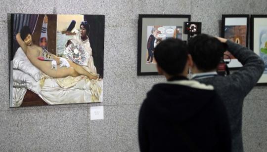 국회에서 열린 '곧, BYE 展'에 출품된 〈더러운 잠〉