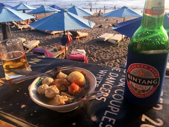 해변가에서 마시는 맥주는 꿀맛!