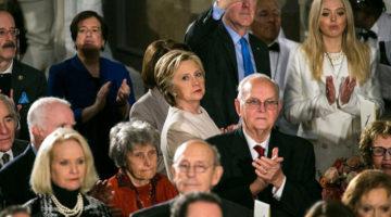 라이벌의 취임식에 참석하는 힐러리 클린턴의 자세