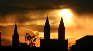 한국 교회는 '세상의 그늘'을 향해 걷고 있는가?