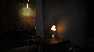 카페 의자와 작품으로서의 공간