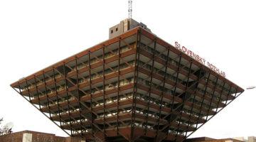 공산주의 건축을 마주하다: 라디오 빌딩과 에스엔페 다리