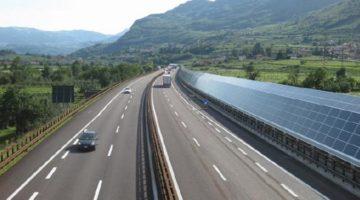 고속도로를 따라 태양광 발전소를 만드는 건 어떨까?