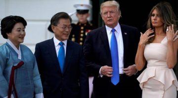문재인-트럼프 정상회담: 북한의 비핵화는 단계적으로 접근해야 한다