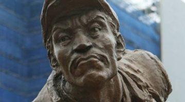 의정부역 엉터리 '안중근 동상' 철거하라
