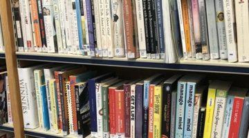 한국 출판에서 가장 문제가 되는 것은 대형서점의 매대 판매와 중고서점이다