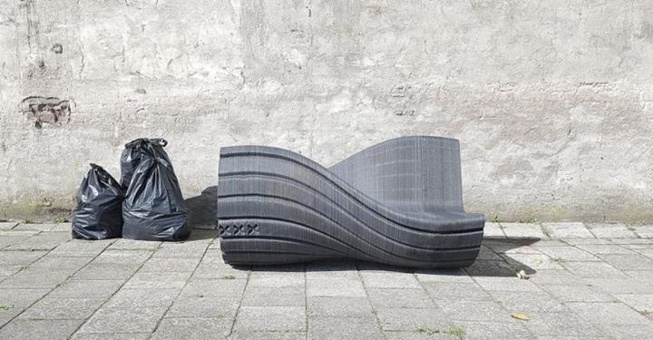 플라스틱 쓰레기로 의자를 출력하다