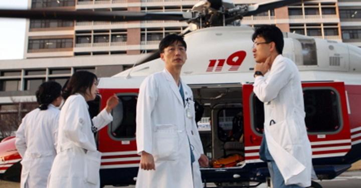 헬 리포트(Hell Report): 이국종의 헬리콥터와 님비현상