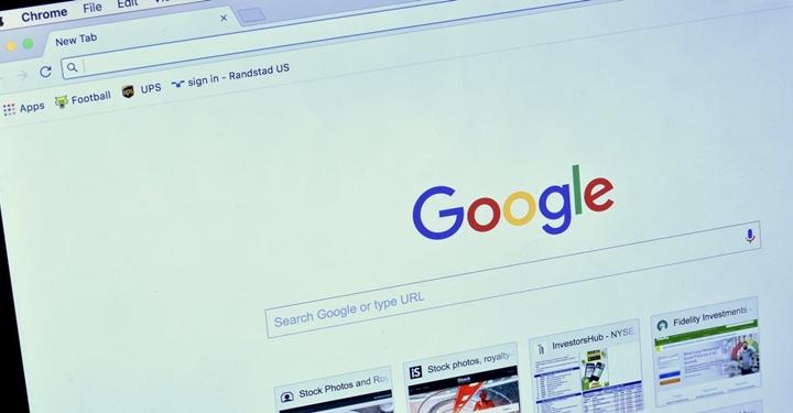 구글의 질문에 대답해주고자 하는 열정이 오히려 온라인에서 거짓된 정보를 퍼뜨릴 수 있습니다