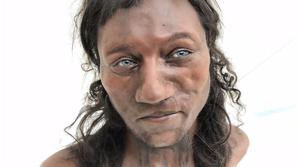 검은 피부와 푸른 눈동자를 한 초기 브리튼 사람들
