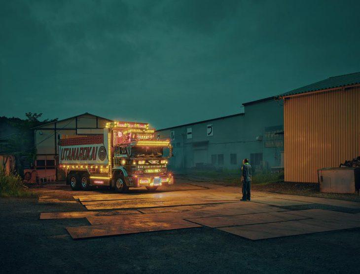 대지진 이후의 일본을 밝히는 데코레이션 트럭, 데코토라