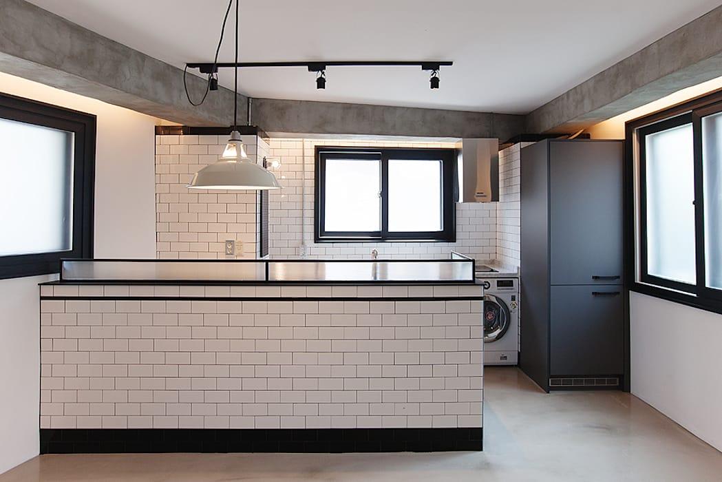 원룸도 멋진 주거공간이 될 수 있다.: 미우가 디자인 스튜디오의 다이닝 룸