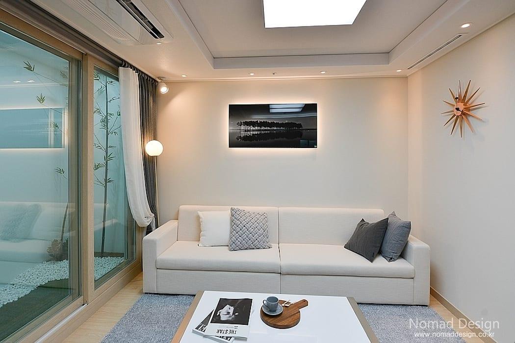 부산 모던 캐주얼 15평 아파트(3): 노마드디자인/Nomad design의 거실