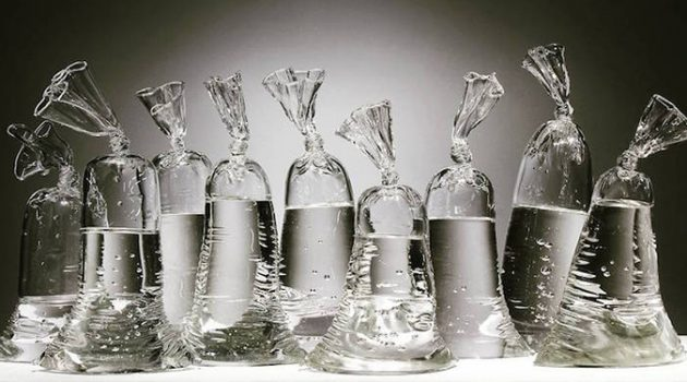 물을 담은 비닐백? 환상적인 유리 공예!