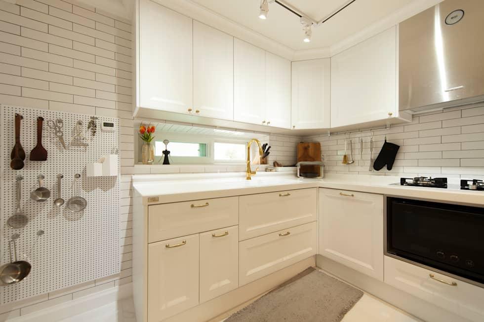 화이트 인테리어 White Interior: 골방디자인의 다이닝 룸