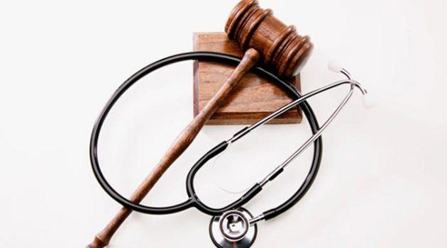 탈장을 변비로 오진한 의사 3명이 법정구속 되었다