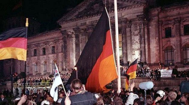 1990년 10월, 독일 재통일 이루어지다