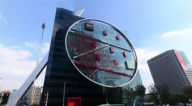 삼성역 현대산업개발 사옥에 큰 쇠붙이가 붙어 있는 이유