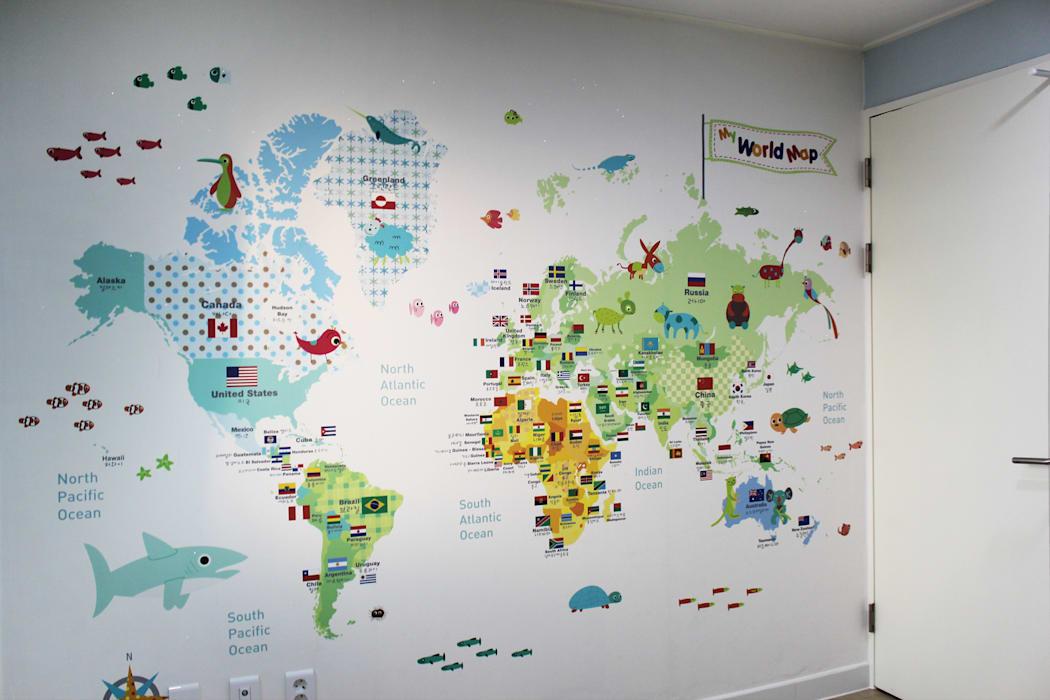 아이방에 뮤럴 세계지도 벽지 시공: dip chroma의 아이방