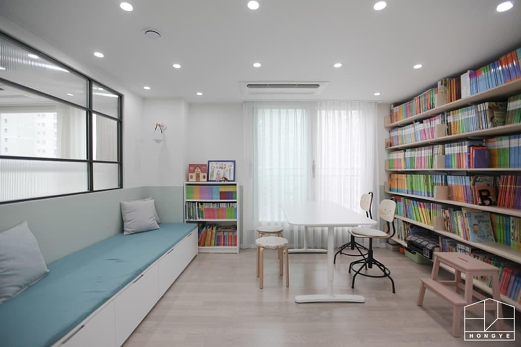 컬러감이 돋보이는 싱그러운 집, 배곧 한라비발디 2차 29py _ 이사 후: 홍예디자인의 서재 & 사무실